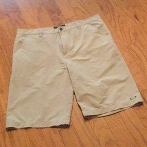 🔘 Nice Men's Oakley Shorts.